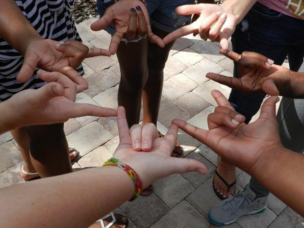 Дългоочакваният от глухата общност у нас специален Закон за българския