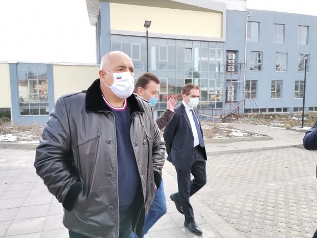 Министър-председателят Бойко Борисов инспектира новите мотриси на БДЖ. С него