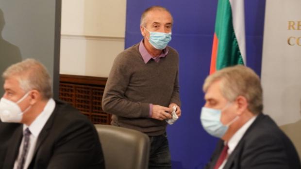 Инфекционистът доц. Атанас Мангъров, който вчера беше номиниран за кандидат-депутат,