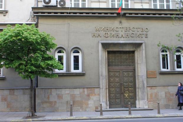 Финансовото министерство отчита повече събрани данъци от планираното