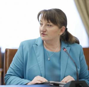 Сачева: Решенията за отваряне са здравни, не политически