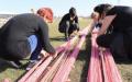 Уникална 20-километрова мартеница плетат в Нови Искър