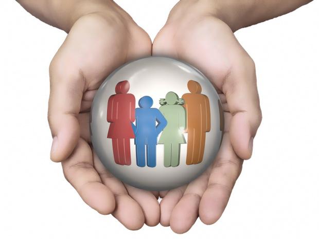 Месечните помощи за отглеждане на дете с трайно увреждане, получавани