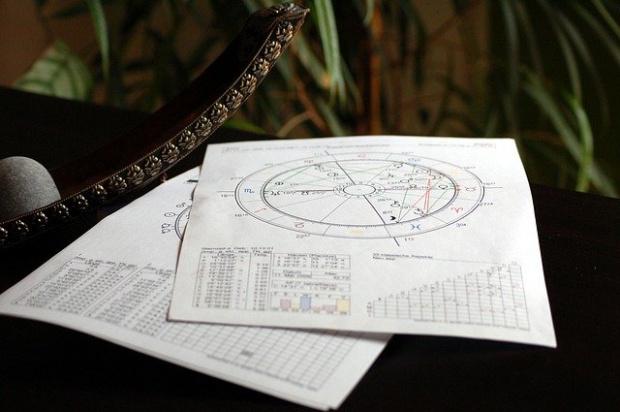 Любовни двойки: Как се съчетават зодиакалните знаци
