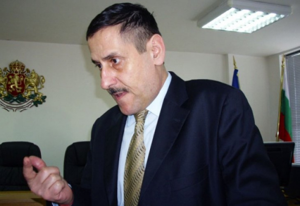 Любомир Константинов Пенчев е собственик на фирма в Люксембург, която