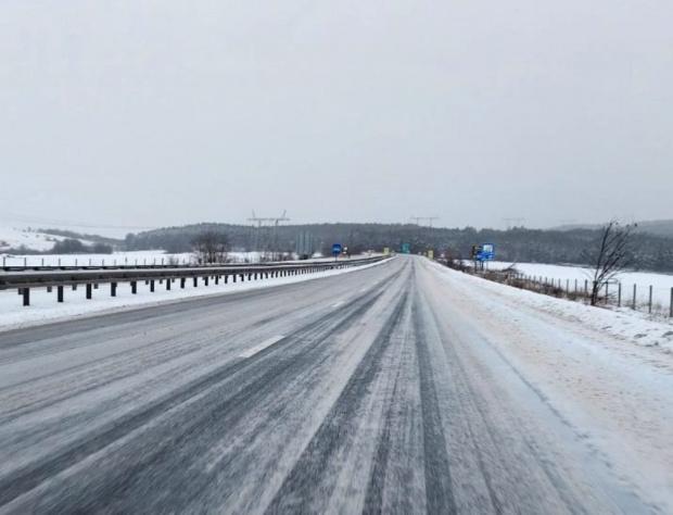 АПИ: Няма затворени пътища, но условията са сериозни