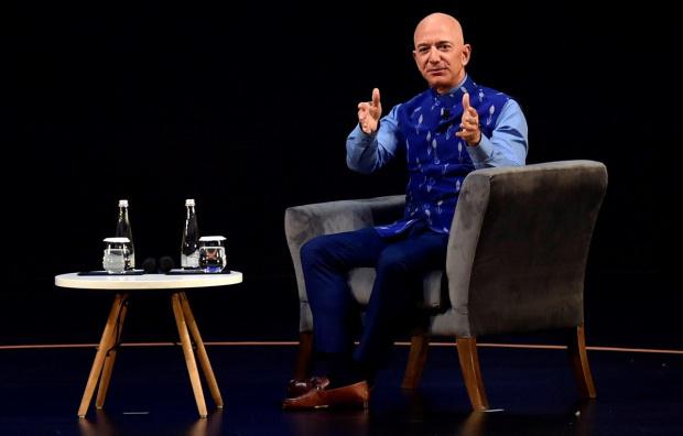 Джеф Безос отново стана най-богатият човек в света, измествайки Мъск