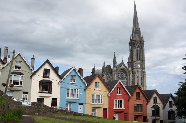 Ирландия с крути мерки – праща в затвора туристи, нарушили карантината си