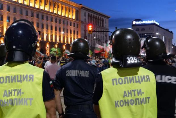 """Протест """"За чиста и свята република"""" блокира """"Дондуков"""""""