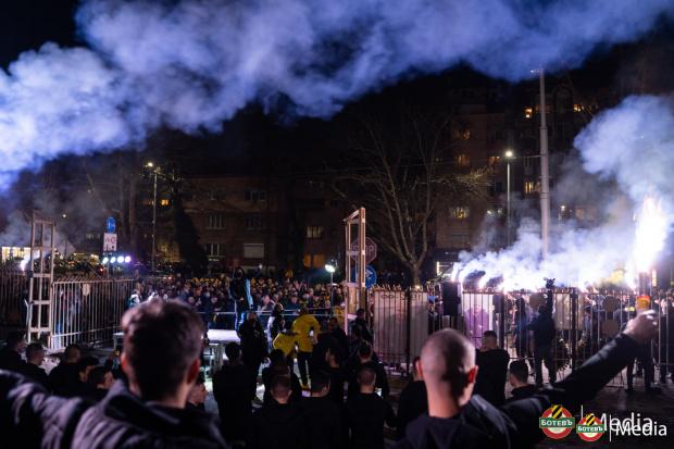 Уникално в родния футбол: Привържениците на Ботев притежават 100% от акциите на клуба, изкупиха ги