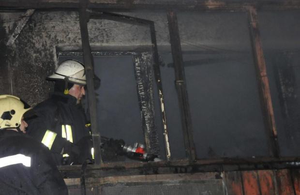 Апартамент пламна снощи в София, собственикът му пострада