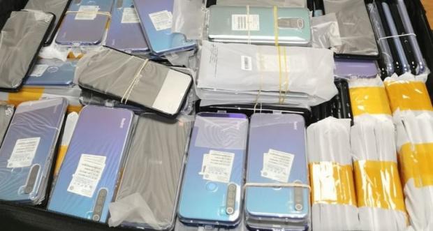 Два нови опита за контрабанда на мобилни телефони предотвратиха митническите