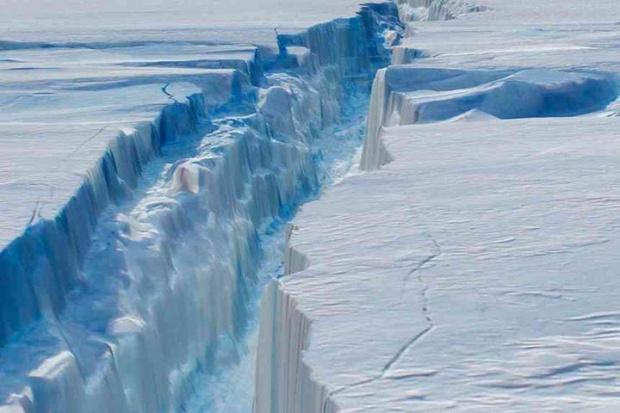 Айсберг 20 пъти по-голям от Манхатън се откъсна от Антарктика