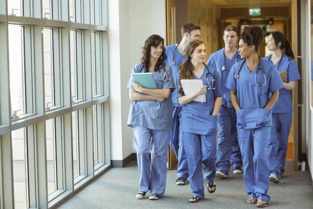 Медицински сестри от Варна подкрепиха днес националният протест пред Министерство