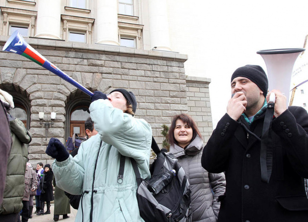 Представители на туристическия бранш излизат на протест пред Министерския съвет.
