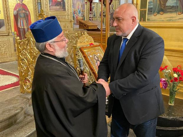 ВИДЕО Борисов жегна Радев: Идват да се снимат веднъж годишно в храма на Шипка, а ние го ремонтираме