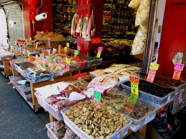 Пушени маймуни, глави от костенурки, прилепи - на пазара в