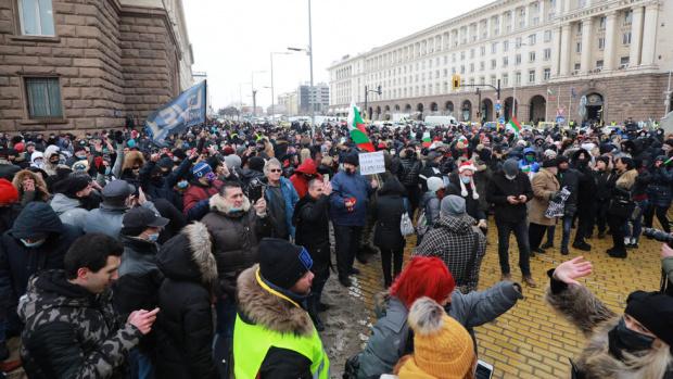СЗБ и БАЗ: Двуседмична карантина за цялата държава или масови протести