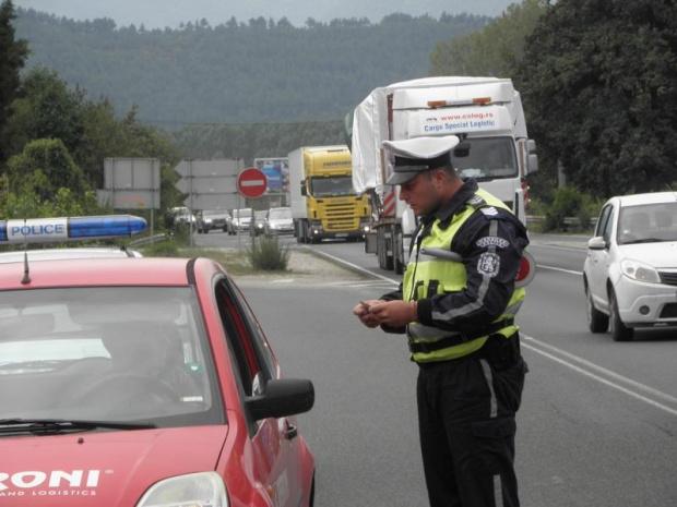 Операция на няколко служби тече на различни места в София.