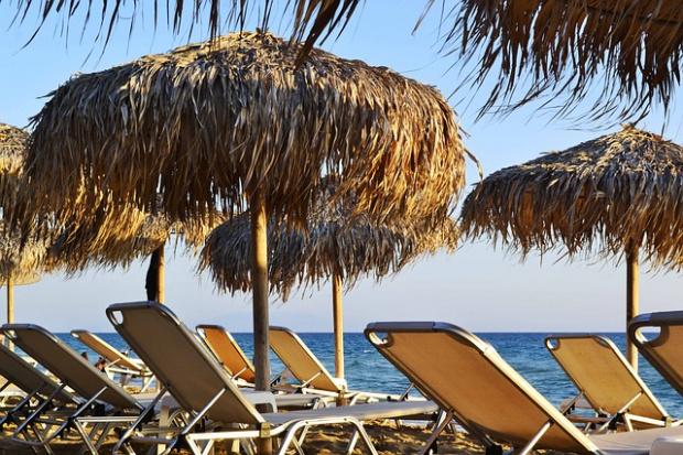 Лято 2021: БХРА иска безплатни чадъри и шезлонги на плажа