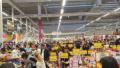 След заплаха от протест, позволиха на нехранителните хипермаркети отварят