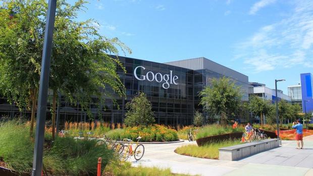 Google връща хората си на бюрата в офисите