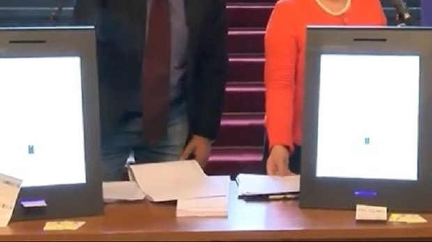 ДАЕУ: В срок приключи удостоверяването на устройствата за гласуване с изискванията на Изборния кодекс