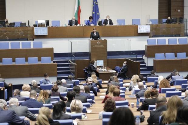 Централната избирателна комисия прие с решение разпределението на мандатите между