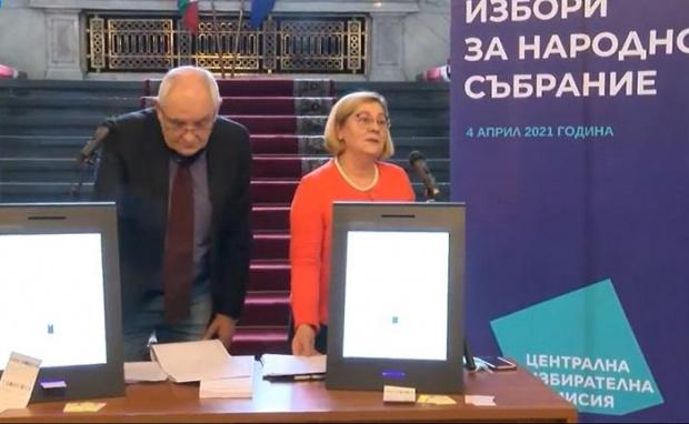 Машините за гласуване получиха сертификат като надеждни само два дни