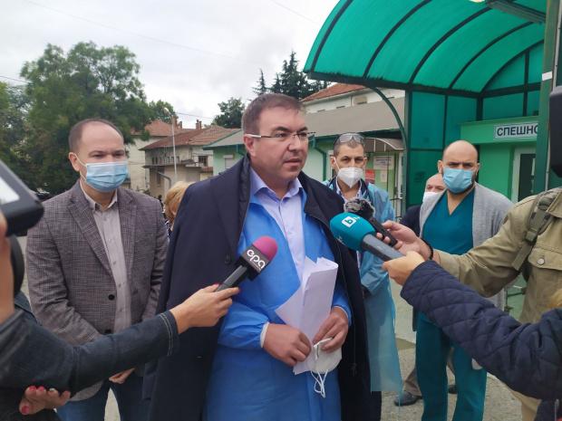 Министърът на здравеопазването Костадин Ангелов, който е на посещения с