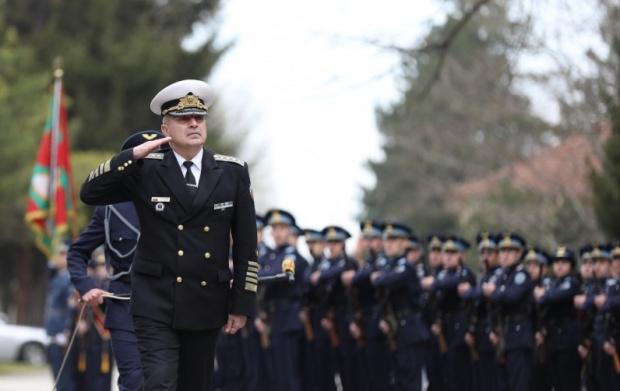 Шефът на отбраната към младите военни: Светът се развива високотехнологично и ние трябва да сме адекватни