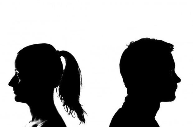 Приема се, че трудностите обичайно сплотяват двойките. Но според проучване