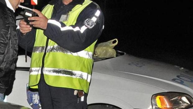 Пиян-залян зад волана заловиха полицаите в Смолянско. Мъж от село
