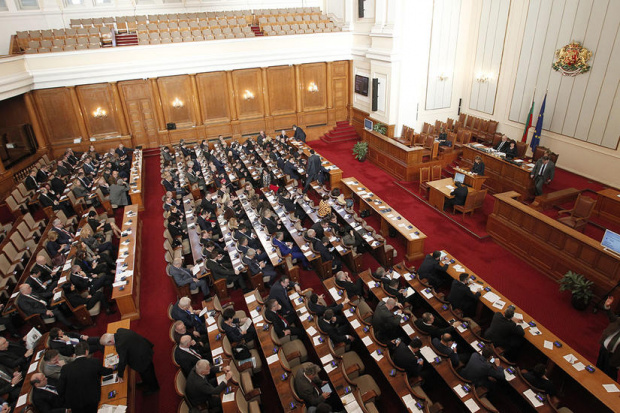 Парламентът ще започне работа с приемане на оставката на Министерския