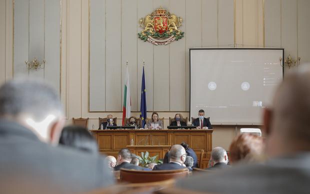 Депутатите обсъждат създаването на временна комисия, която ще ревизира управлението