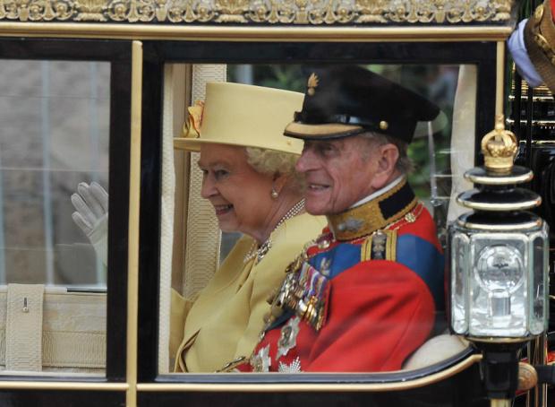 Погребват починалия принц Филип