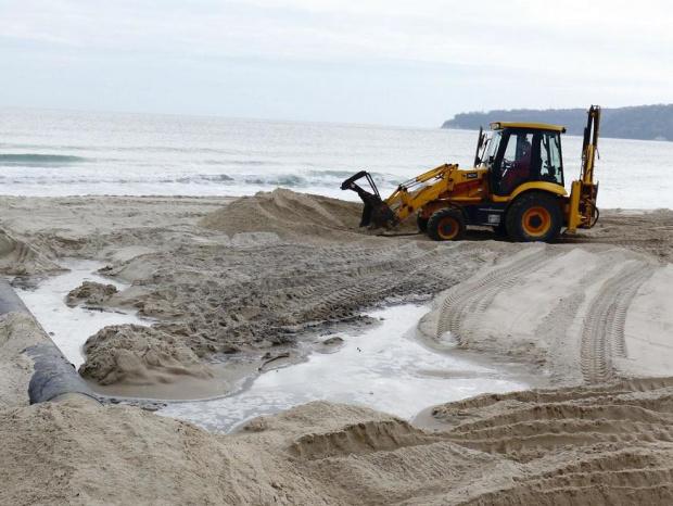 """Министерство на туризма глоби на концесионера на плаж """"Смокините-север"""" с 3 856 лв."""