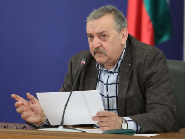 Кантарджиев: Нека отварянето на нощните заведения, стадиони и спортни зали се отложи