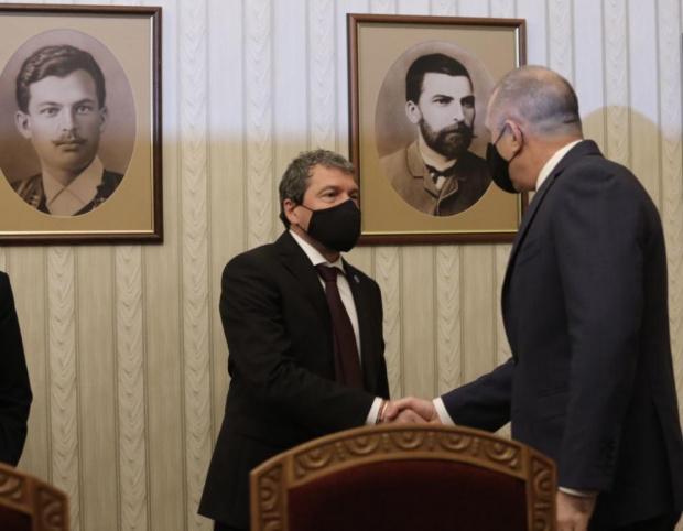 ВИДЕО Тошко Йорданов изчетка президента и отсече, че ИТН ще удържи на думата си, че няма да влиза в коалиция с БСП и ДПС