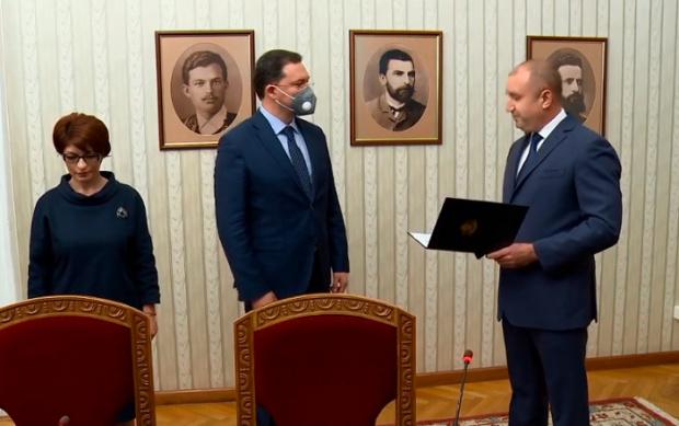 ВИДЕО Радев връчи мандата на кандидат-премиера Митов, който обяви, че е взел участие в избора на министри