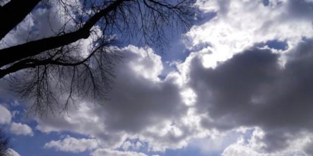 Предимно облачно, в Южна България и ще вали