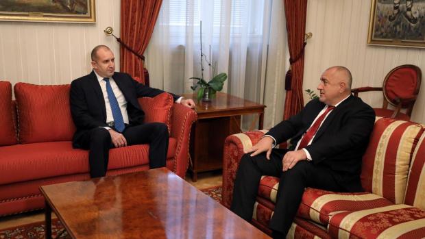 И днес президентът и премиерът в оставка размениха реплики, но