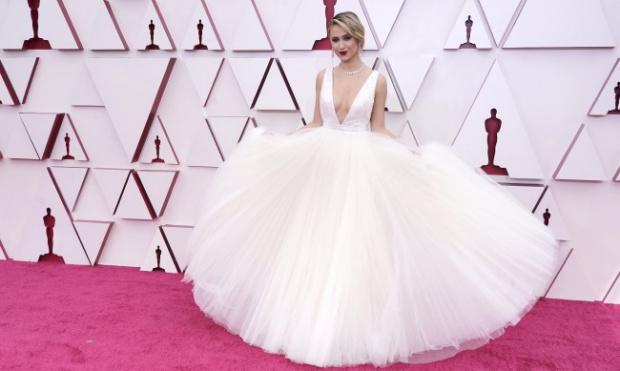 Мария Бакалова удари конкуренцията в Земята с рокля на Луи Вюитон, но Оскарът отиде при корейка ВИДЕО