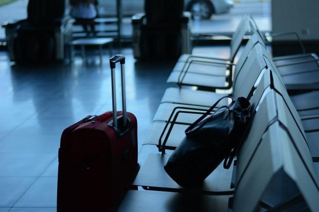 През март 2021 година има слабо нарастване на пътуванията на