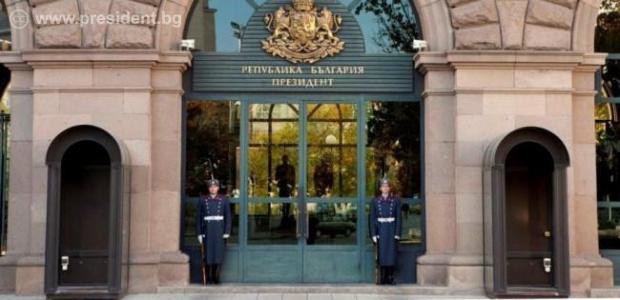 Президентът Румен Радев ще връчи в 09:00 часа мандат за