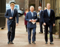 """Принц Хари с нов залп: """"Нахрани"""" баща си Чарлз и описа живота в кралското семейство като зоопарк"""