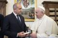 Папа Франциск към Радев с притча от баба си: Дяволът влиза в човек през джоба