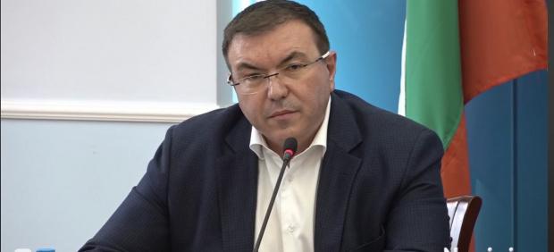 Здравният министър каза какво да правят хората, които са получили първа игла Астра Зенека