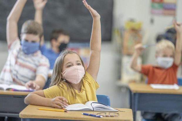 Учебната година за доста от учениците се удължава
