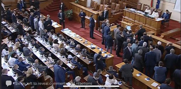 Голям скандал в НС: Преизчисляването на пенсиите скара депутатите (ВИДЕО)